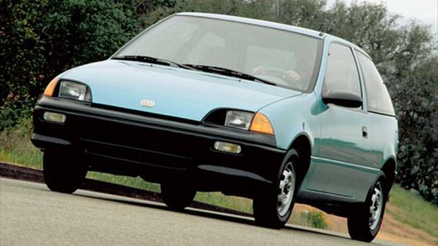 GEO Metro 1990 - Beleza não era o forte desse modelo, mas sua mecânica compensava. O motor 1.0 de 49 cv fazia 18,2 km/l na cidade e 22,1 km/l na estrada.