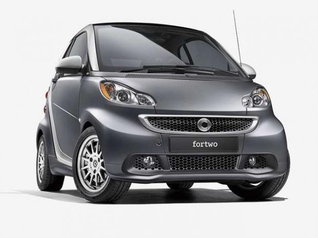 Smart ForTwo 2012 - O compacto firmou um compromisso com a aerodinâmica e ficou entre os dez modelos mais econômicos da história: 14,4 km/l na cidade e 16,1 km/l na estrada.