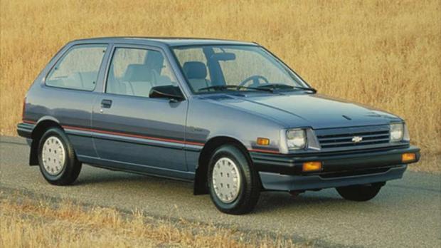 Chevrolet Sprint ER 1986 - Na geração anterior à equipada com injeção eletrônica, o motor 1.0 de três-cilindros rendia 48 cv de potência. Na cidade, fazia 16,5 km/l. Na estrada, 19,9 km/l.
