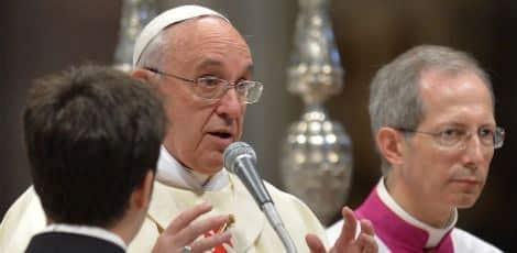 Francisco diz se sentir mal por perceber que muitas pessoas não procuram mais o confessionário por se sentirem repreendidas