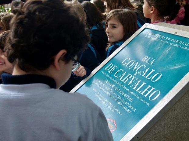 Alunos do Colégio Bom Conselho na Rua Gonçalo de Carvalho  em 5 de junho de 2012 - Foto: Cesar Cardia/Amigos da Rua Gonçalo de Carvalho