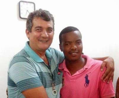Sisenando Souza França (de camisa verde) e José Lopes dos Santos, no gabinete do prefeito Anastácio Guedes Saraiva (PT)