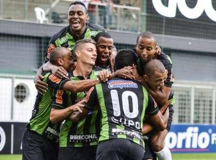 América-MG comemora a vitória sobre o Vila Nova