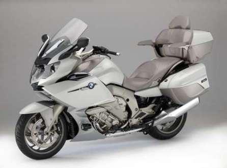 Disponível na cor branca, a BMW K 1600 GLT Exclusive 2014 tem preço sugerido de R$ 124.500