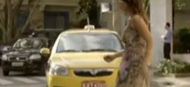 Juliana quase é atropelada por um táxi