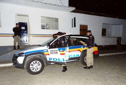 MG - Homem tenta estuprar mulher dentro de ônibus em Malacacheta