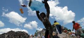 O Ministério do Meio Ambiente ainda não tem um levantamento de quantas cidades estão em desacordo com a meta dos lixões