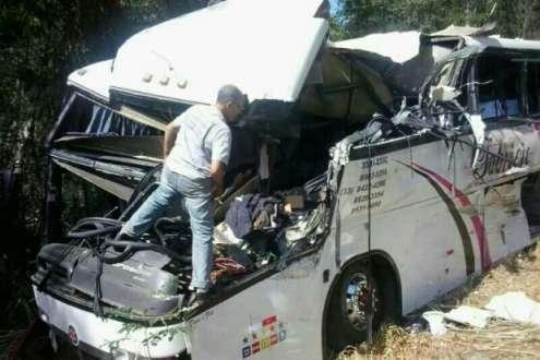 MG - Três mortos em acidente em Manhuaçu, foram enterrados neste domingo em Ipanema