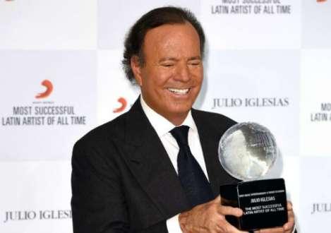 Julio já cantou em 14 idiomas e vendeu 300 milhões de discos. Foto: Grosby group