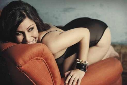 Cantora baiana retoma carreira com banda de rock e investe em visuais sensuais para vídeo