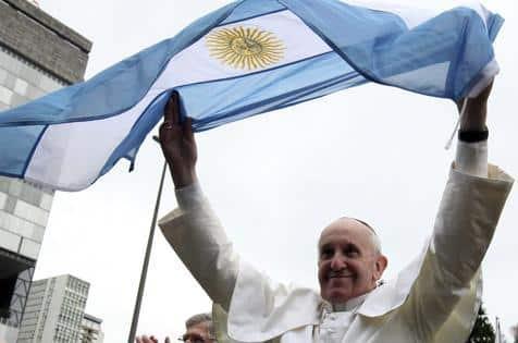 Copa 2014 - Papa Francisco 'brinca' com arcebispo brasileiro por gol contra de Marcelo