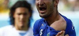 Coap 2014 - Willian evita comentar sobre mordida de Suárez e ri: 'Só quem passa pela experiência pode comentar'