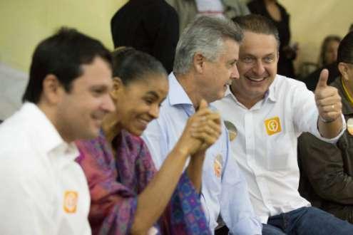 Eleições 2014 - Em Brasília, Eduardo Campos pede apoio nas redes sociais para superar falta de estrutura