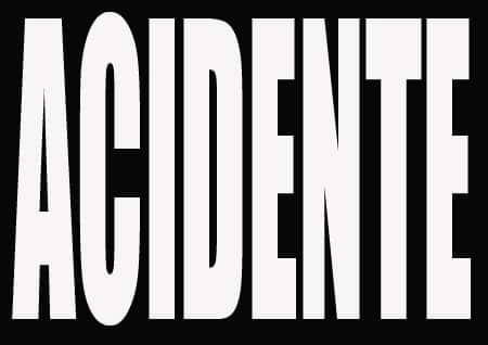 MG - Motorista morre após carreta carregada com cevada tombar