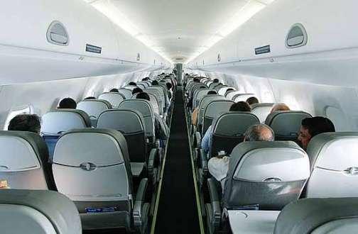 O homem de 27 anos, que não teve o nome divulgado, é acusado de ter escrito um bilhete indicando que haveria um artefato explosivo no interior de uma aeronave da companhia aérea Azul