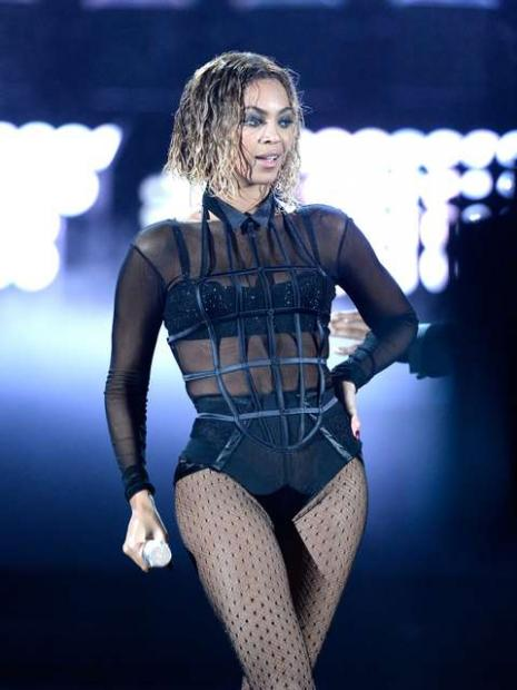 Beyoncé: X10 mostra performances de canções como XO, Drunk In Love, Baby Boy e Diva.