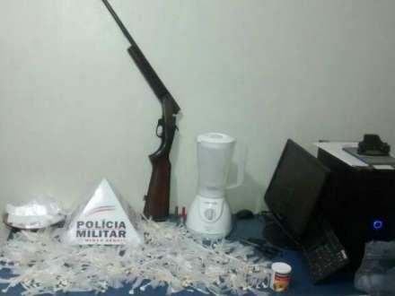 Montes Claros - Quatro homens são presos por tráfico de drogas no Bairro Santos Reis