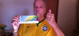 Na manhã de sábado, Jairo postou uma foto com o ingresso com a legenda
