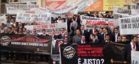 MG - Protesto reúne 400 delegados da Polícia Civil em frente à ALMG