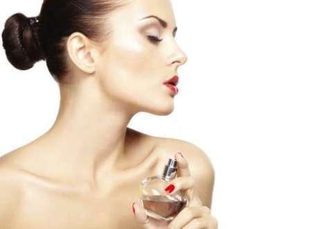 A percepção da beleza facial e da idade das mulheres é alterada de acordo com o cheiro que elas têm