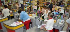 Supermercados vendem 1,4% menos em abril, diz IBGE