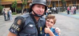 Marcelo Pesseghini ao lado do pai, que era sargento da Rota