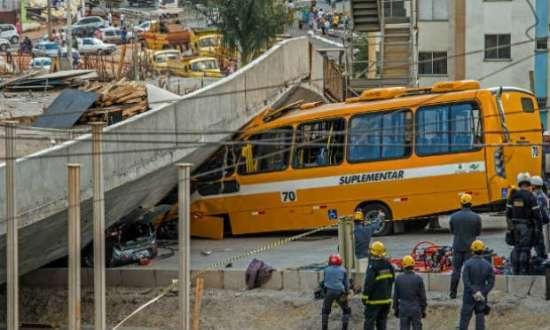 Duas pessoas morreram e 23 ficaram feridas no desabamento que ocorreu durante a Copa do Mundo.