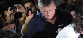 O inglês Raymond Whelan, diretor de uma empresa associada à Fifa e acusado de revender ilegalmente ingressos da Copa do Mundo, entregou-se nesta segunda-feira à justiça após quatro dias sendo procurado, informou o promotor responsável pelo caso.