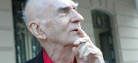O escritor paraibano sofreu um Acidente Vascular Cerebral (AVC) hemorrágico
