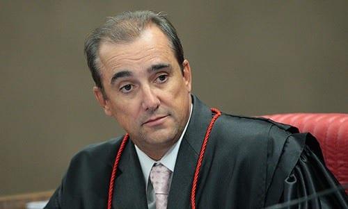 O ministro Admar Gonzaga, do Tribunal Superior Eleitoral (TSE), suspendeu na quarta-feira, em decisão liminar, a veiculação de uma publicidade da Petrobras.