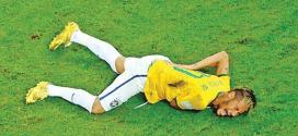 Neymar sofreu uma fratura na terceira vértebra lombar após uma joelhada do colombiano Zúñiga