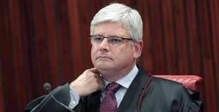 O procurador-geral eleitoral, Rodrigo Janot, pediu nesta segunda-feira que a presidente da República, Dilma Rousseff, e o Partido dos Trabalhadores (PT) sejam multados pelo Tribunal Superior Eleitoral (TSE) por propaganda eleitoral antecipada.
