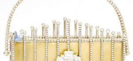 Cravejada com 345 diamantes e com fechos de ouro de 18 quilates, a bolsa de mão Du Palais custa 105 mil libras esterlinas (R$ 395.944)