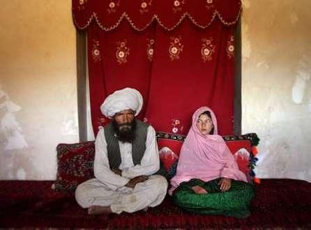 Casamentos forçados atingem milhões de meninas em todo o mundo, como a menina Ghulam (foto) que teve caso famoso após a foto premiada pela Unicef