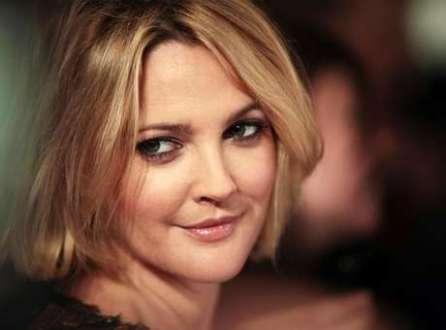 """A atriz Drew Barrymore chega para a pré-estreia do filme """"Estão Todos Bem"""", em Nova York, nos Estados Unidos, em 2009. 03/12/2009"""