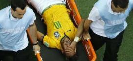 Neymar chora de dor após levar uma joelhada nas costas