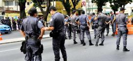 Copa 2014 - Sem ingresso, torcedores são barrados no entorno do Maracanã