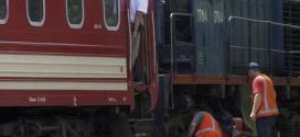 Trem chega à cidade de Carcóvia, na Ucrânia, com os corpos das vítimas do avião malaio que caiu na última quinta-feira