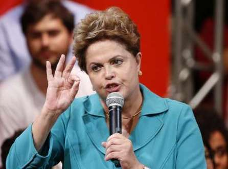 Em campanha pela reeleição à presidência da república, Dilma Rousseff (PT) discursou em São Paulo para estudantes ao lado do candidato petista ao governo do estado, Alexandre Padilha