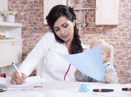 Um terço dos profissionais considera que as mulheres não são tão boas no trabalho quando voltam a trabalhar após ter filho