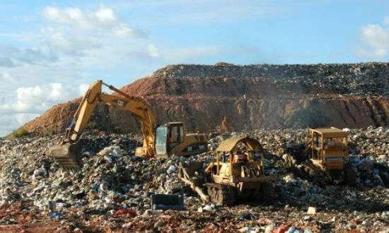 O governo federal não se diz favorável à ampliação do prazo por até oito anos para o fim dos lixões