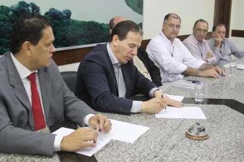 Montes Claros - Taxa de resíduos sólidos de Montes Claros é legal, diz prefeito durante coletiva á imprensa