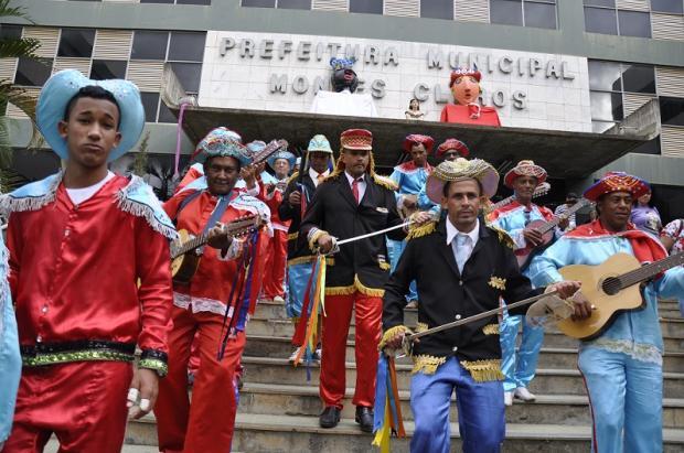 Montes Claros - Marujada se apresenta no hall da Prefeitura