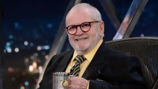 O apresentador e humorista Jô Soares, 76, segue internado no Hospital Sírio-Libanês, em São Paulo, vítima de pneumonia