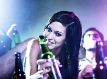 Sentimentos como culpa e remorso são inibidos pelo consumo de álcool, diz estudo