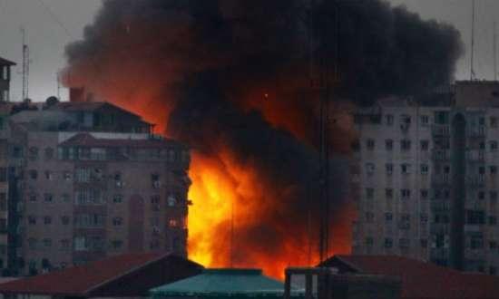 Israel lançou cerca de cinco mil ataques aéreos contra Gaza em quase sete semanas de conflito com o Hamas, mas o ataque deste sábado marcou a primeira vez que um edifício foi derrubado