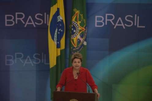 Eleições 2014 - Dilma rebate Marina e diz que Brasil precisa de cuidado nas obras públicas