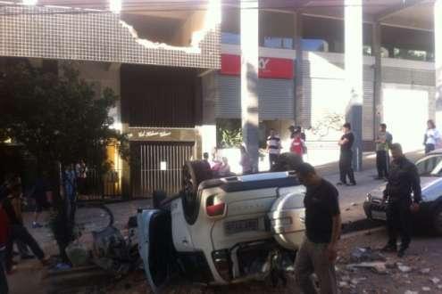 Carro atravessou parede da garagem e despencou de uma altura de, aproximadamente, 5 m