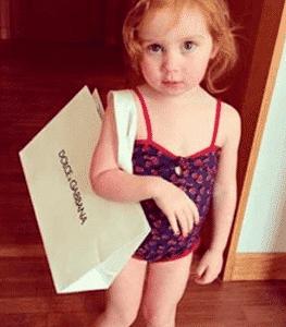 Garota de dois anos faz sucesso como a 'Princesa do Instagram'