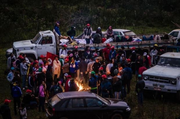 MG - Famílias sem-terra ocupam fazenda em Governador Valadares